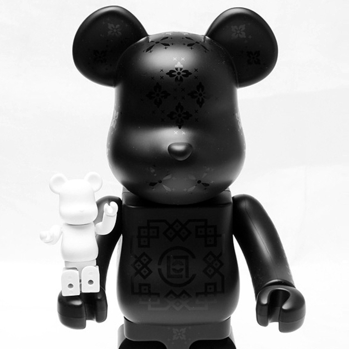 medicom-toy-clot-silk-bearbrick-00-a