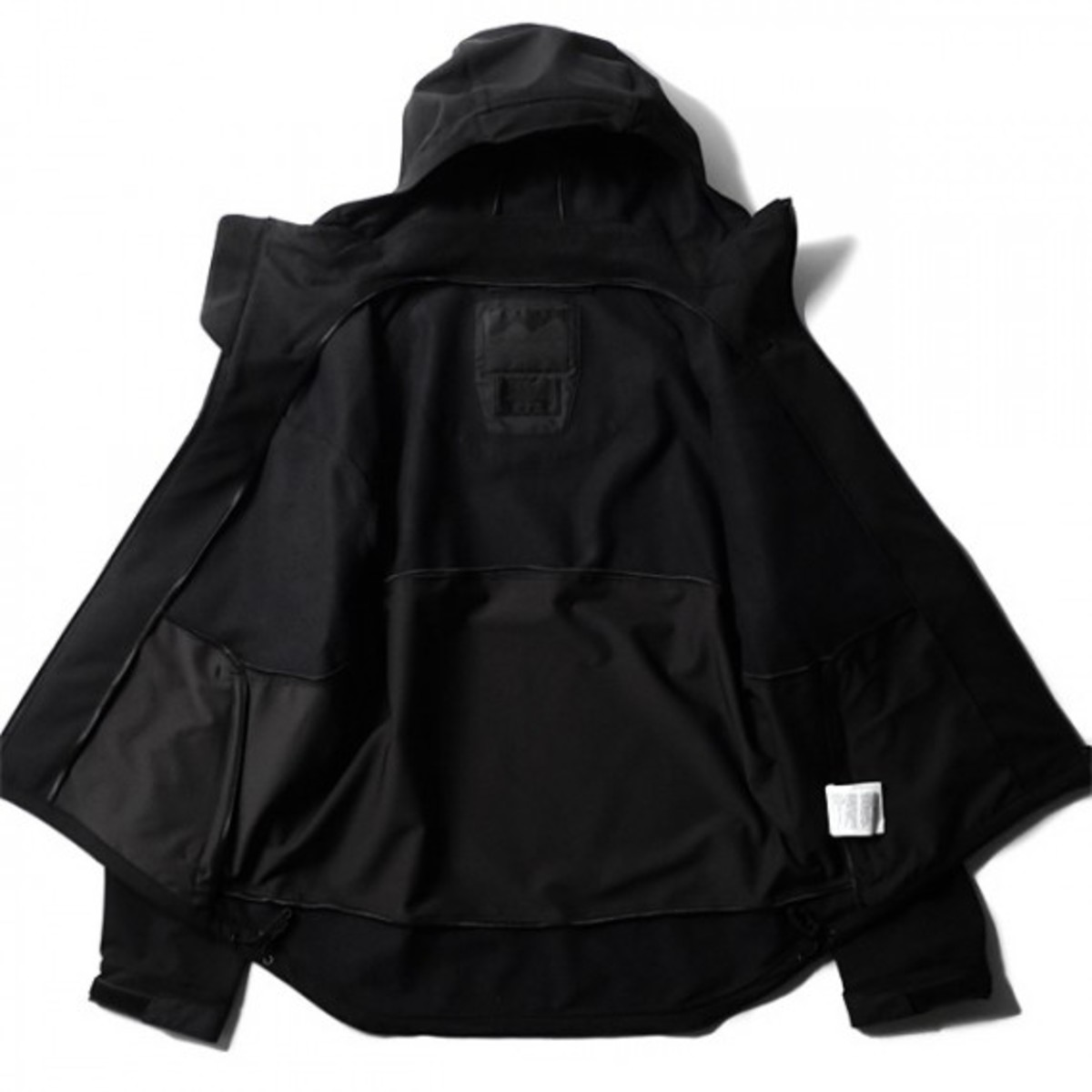 blk-by-white-mountaineering-mustang-03
