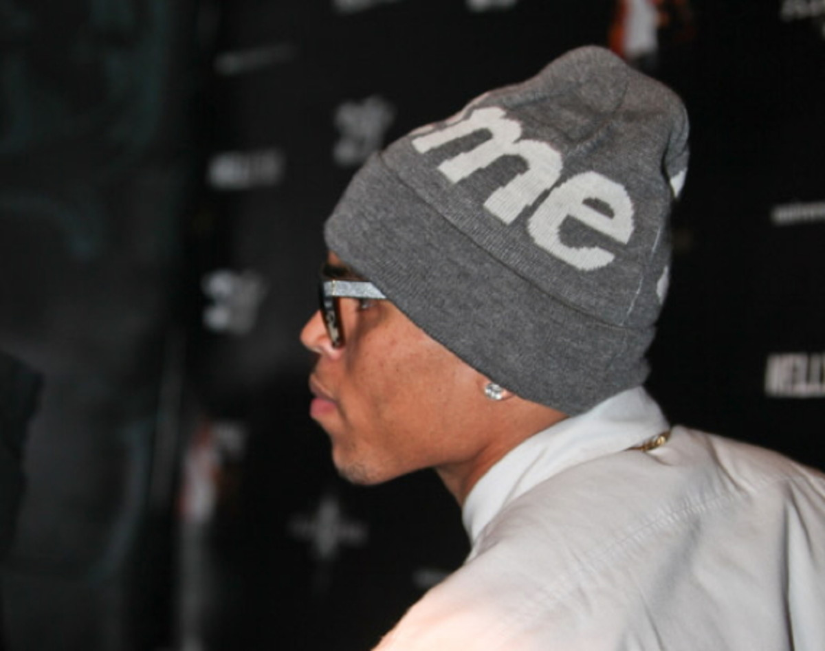 fresh-celeb-chris-brown-supreme-beanie-0