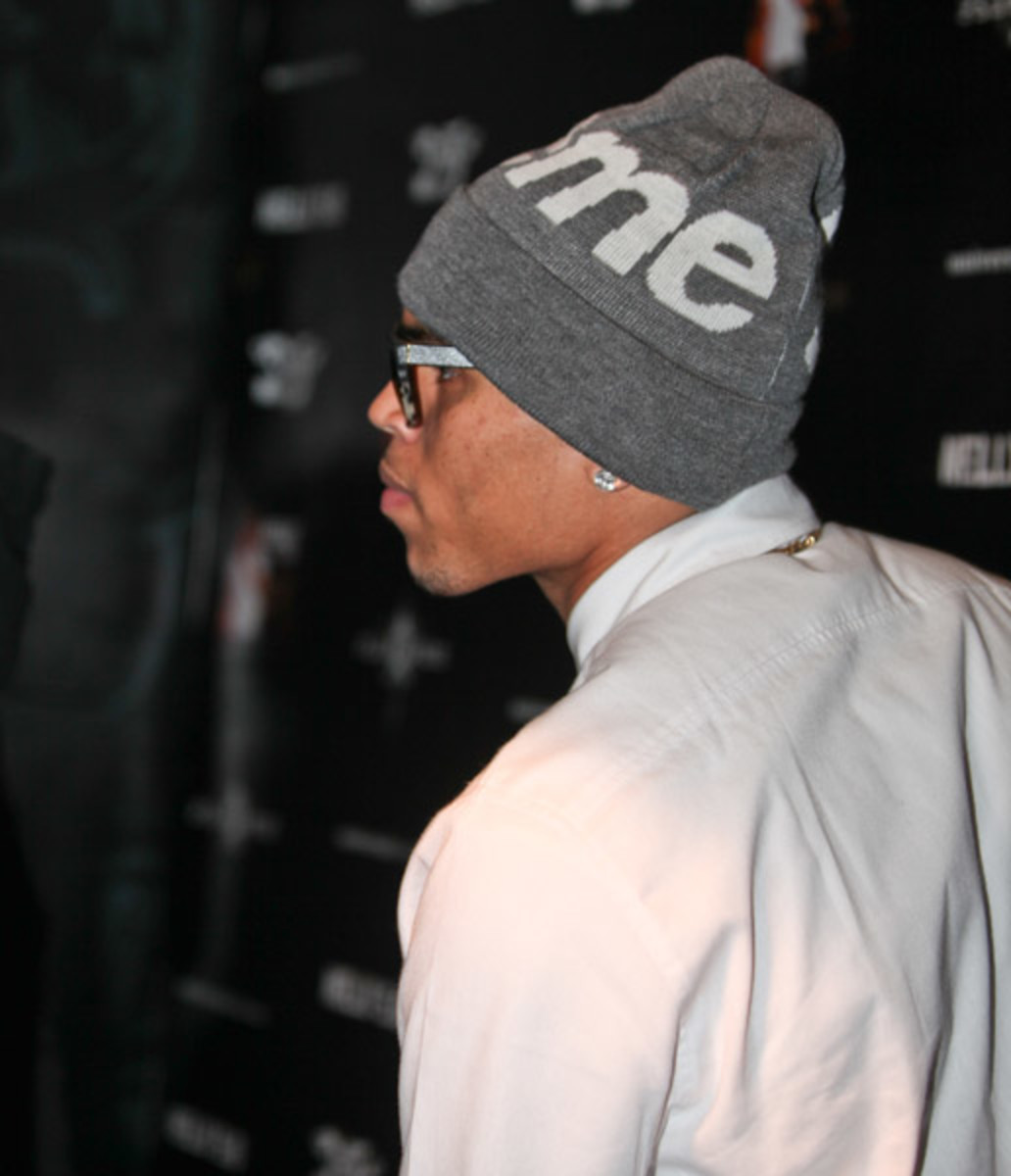 fresh-celeb-chris-brown-supreme-beanie-2