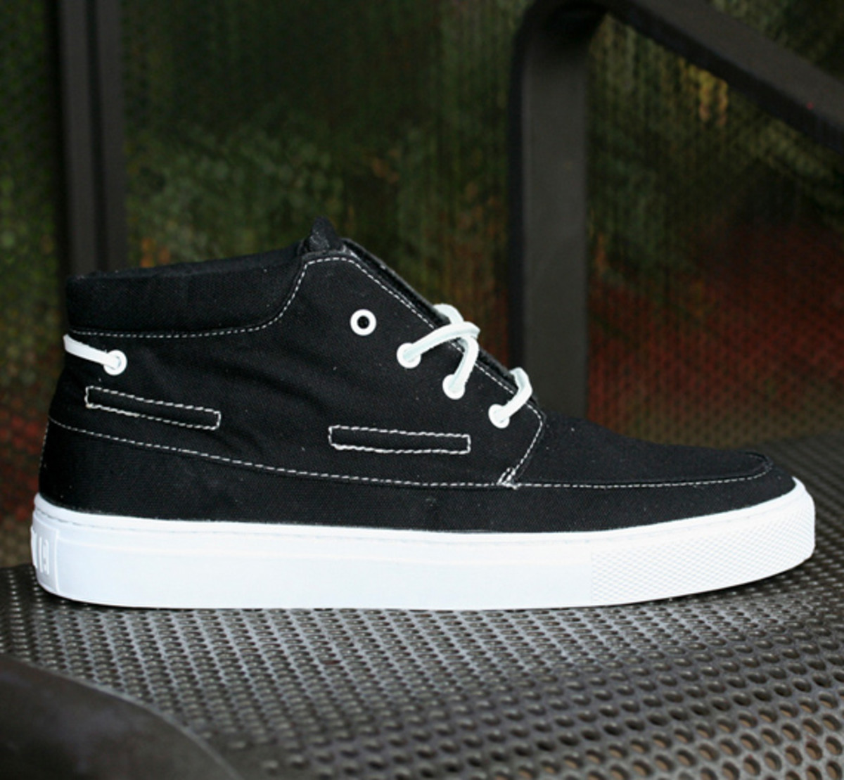 crooks-and-castles-holiday-2010-footwear-06