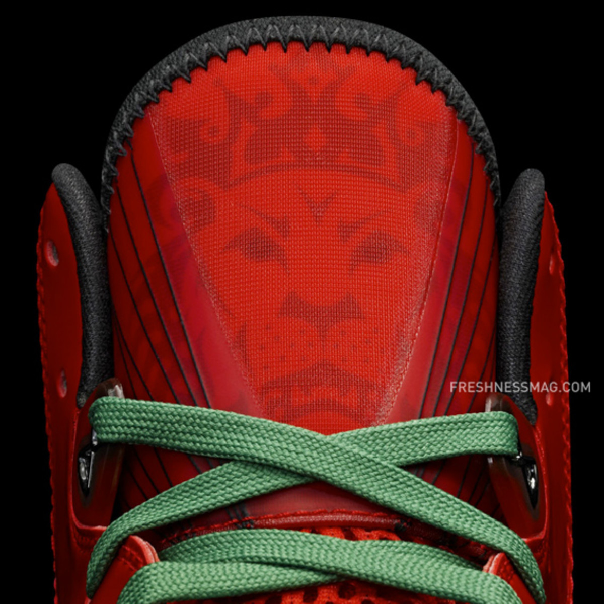 nike-basketball-lebron-8-v2-christmas-2010-09