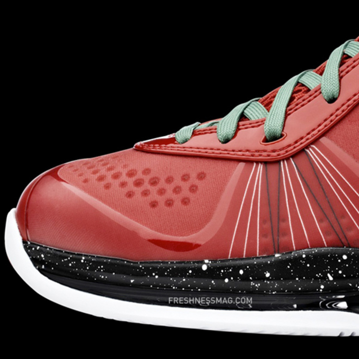 nike-basketball-lebron-8-v2-christmas-2010-02