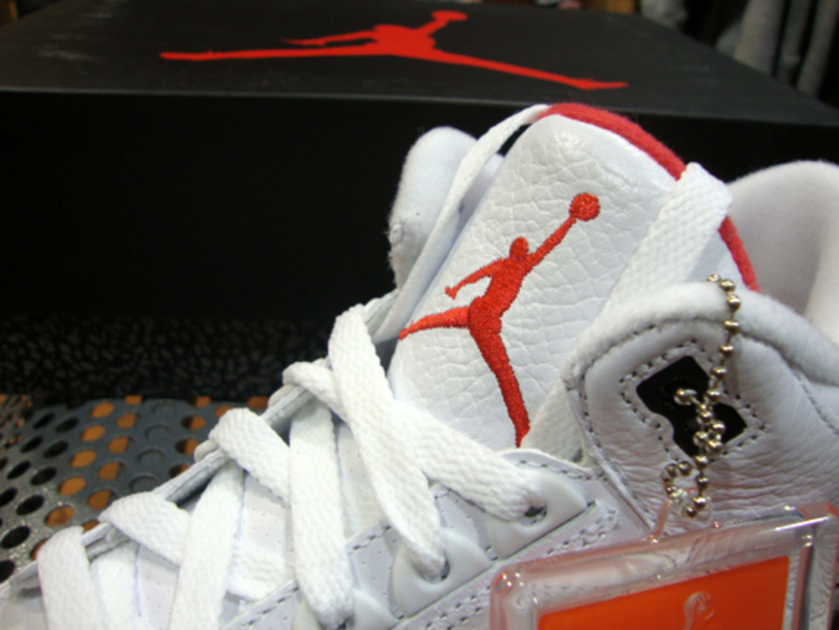 air-jordan-iii-3-white-fire-red-grey-cement-09