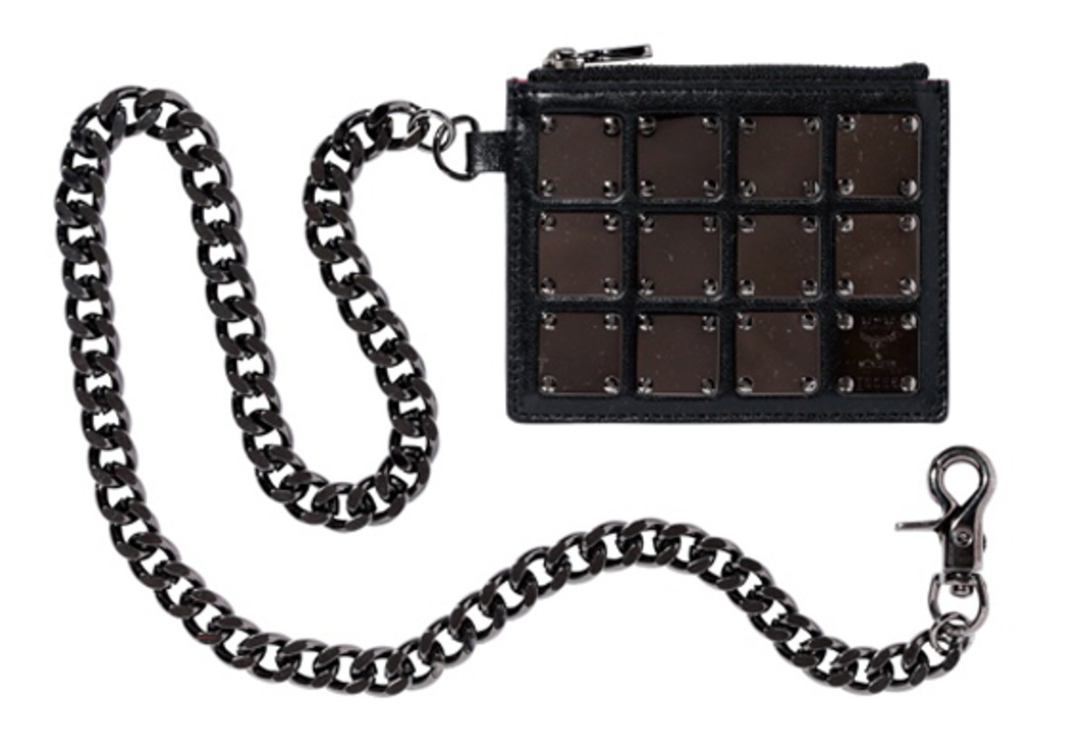 Wallet with chain Black
