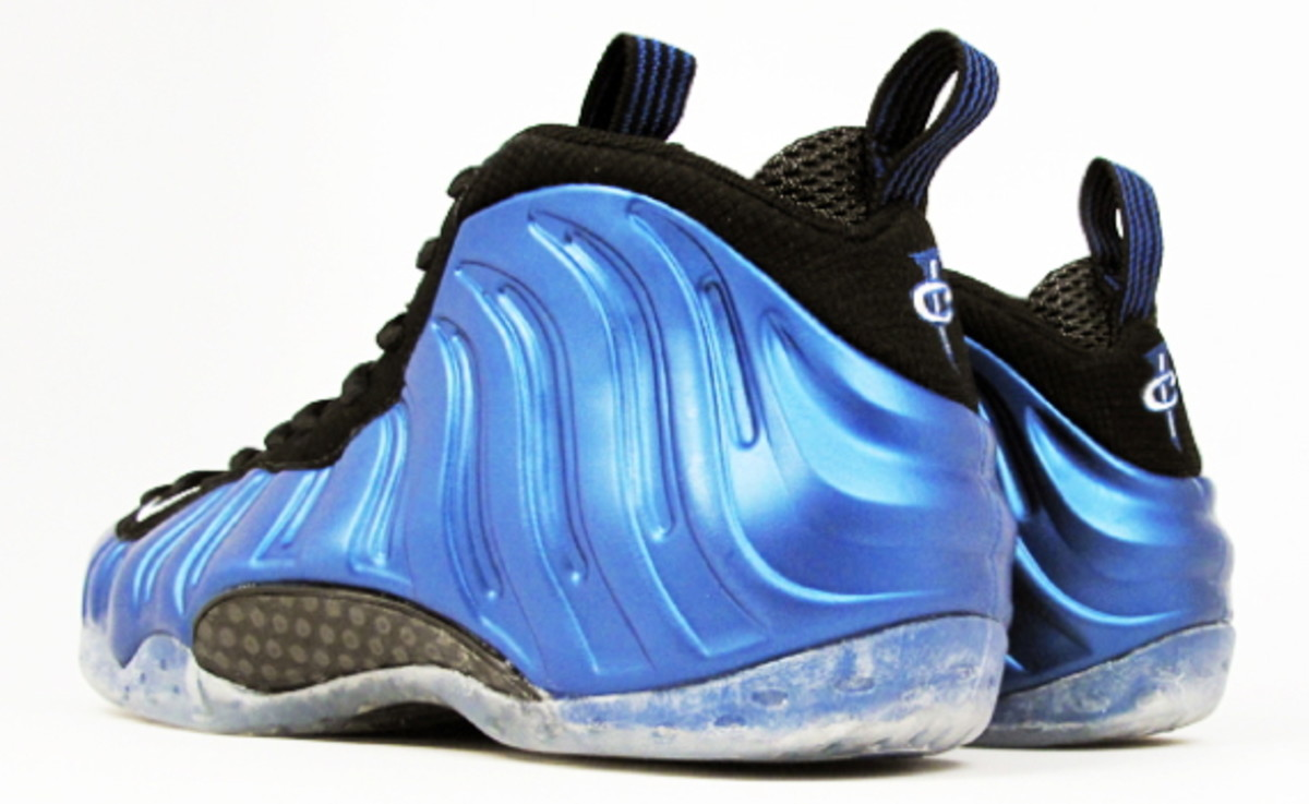 release-reminder-nike-air-foamposite-one-royal-3