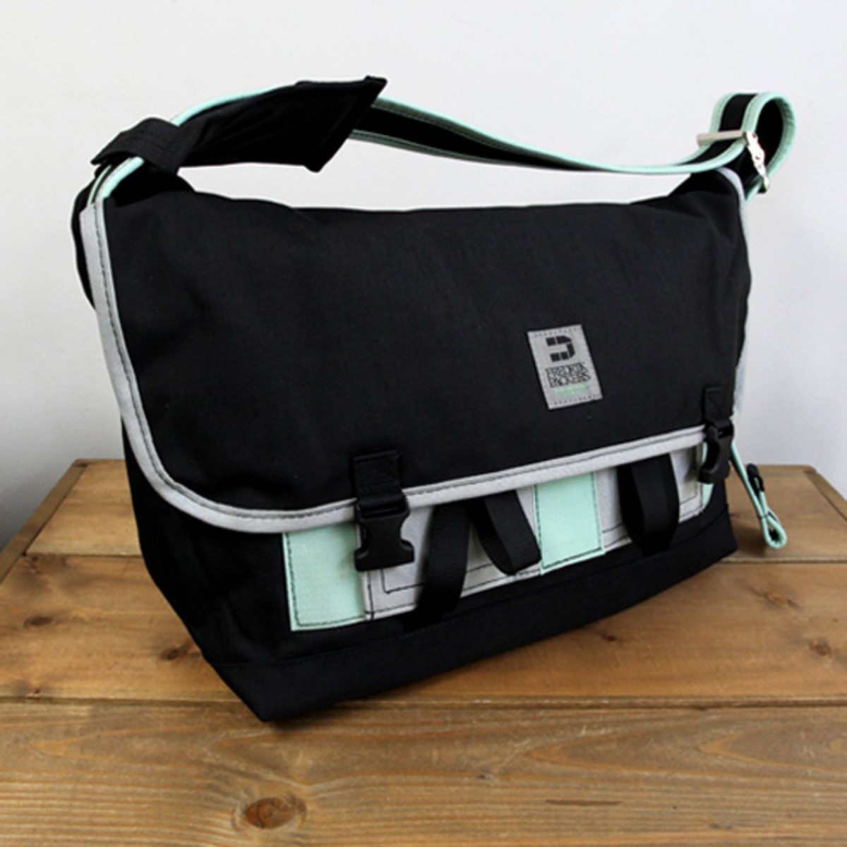 Messenger Pack Pro Small Black Charcoal