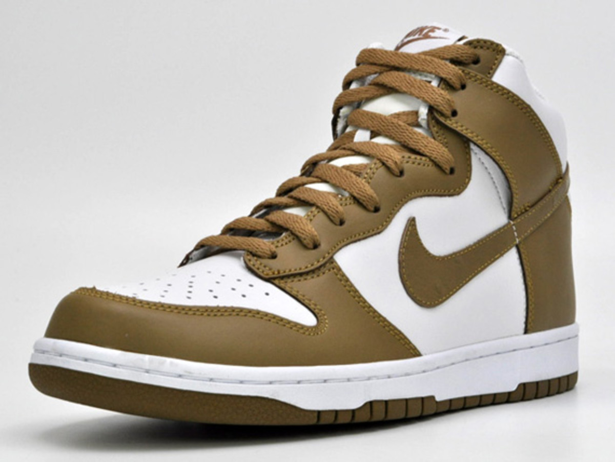 nike-dunk-high-low-ostrich-swoosh-08