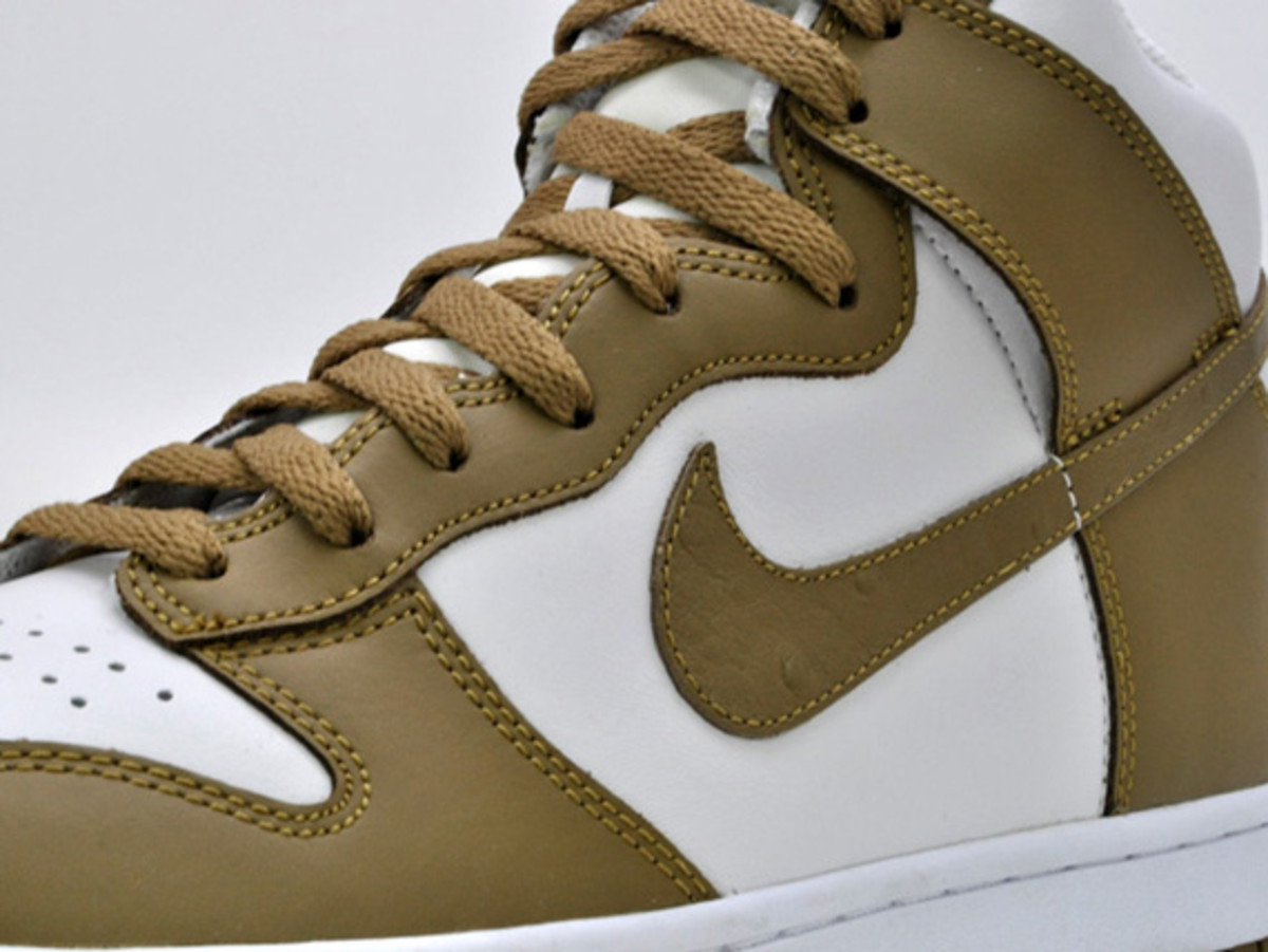 nike-dunk-high-low-ostrich-swoosh-07