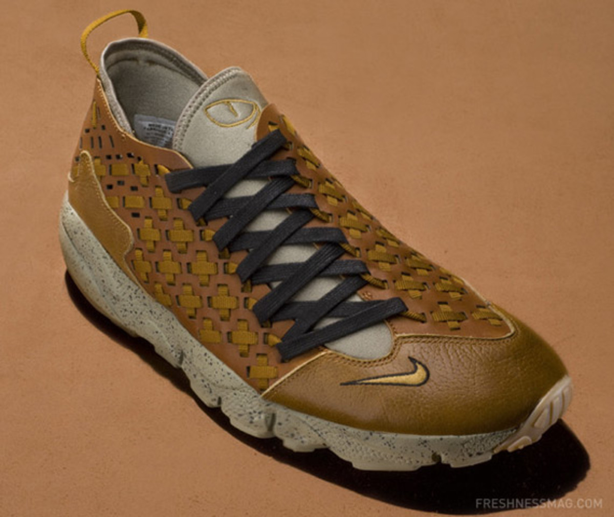 nike-air-footscape-woven-motion-hazelnut-02