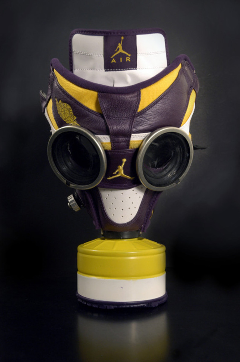air-jordan-1-gas-mask-04