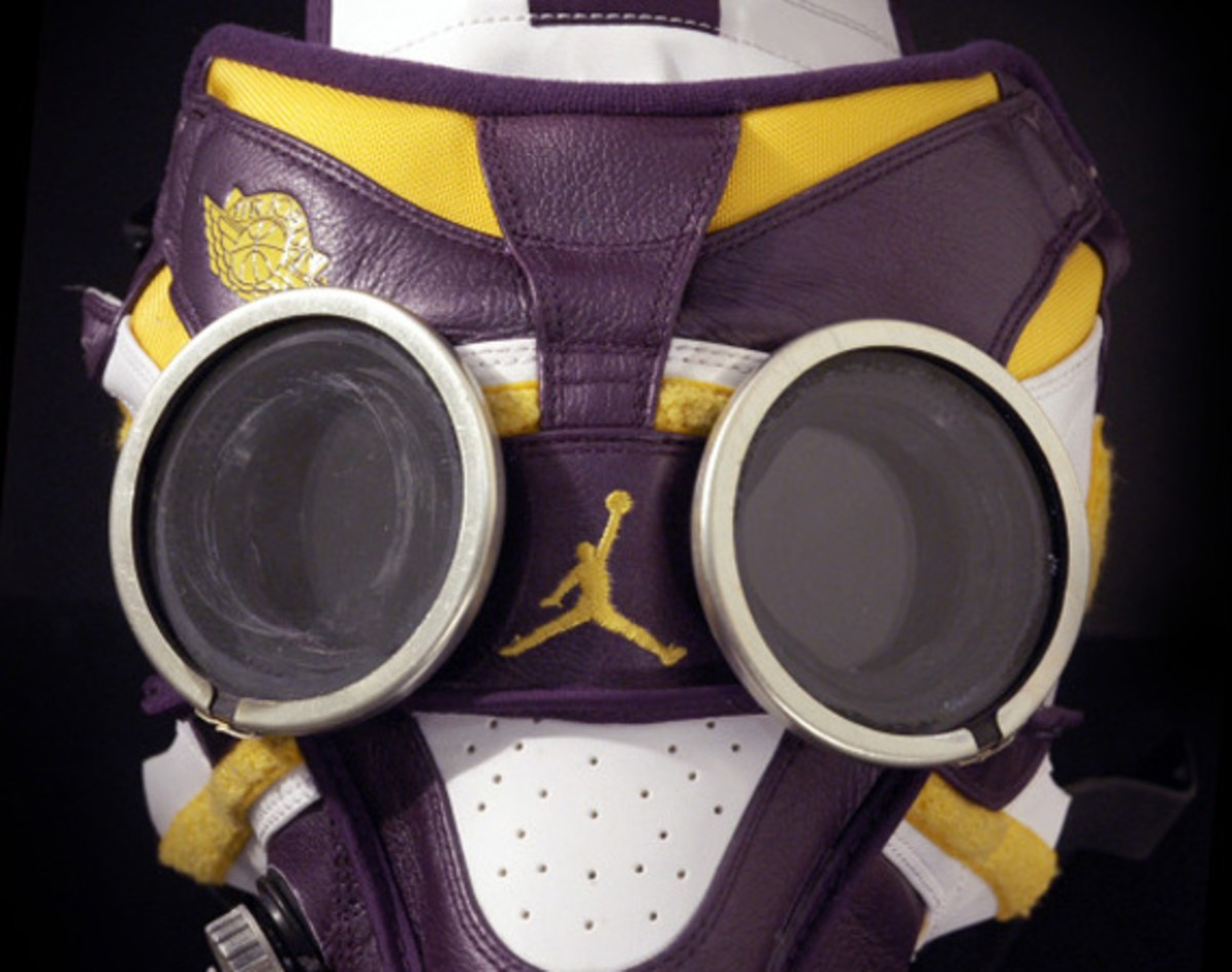 air-jordan-1-gas-mask-00