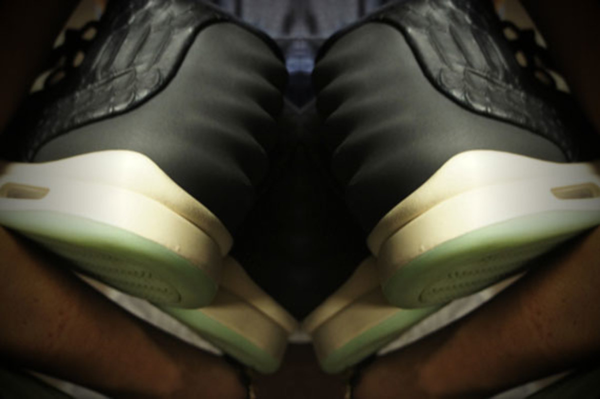 kanye-west-nike-air-yeezy-2-new-images-01