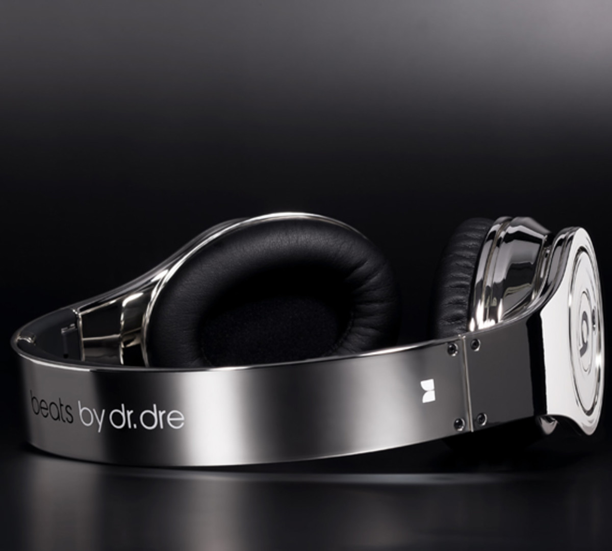 colorware-beats-by-dr-dre-chrome-02