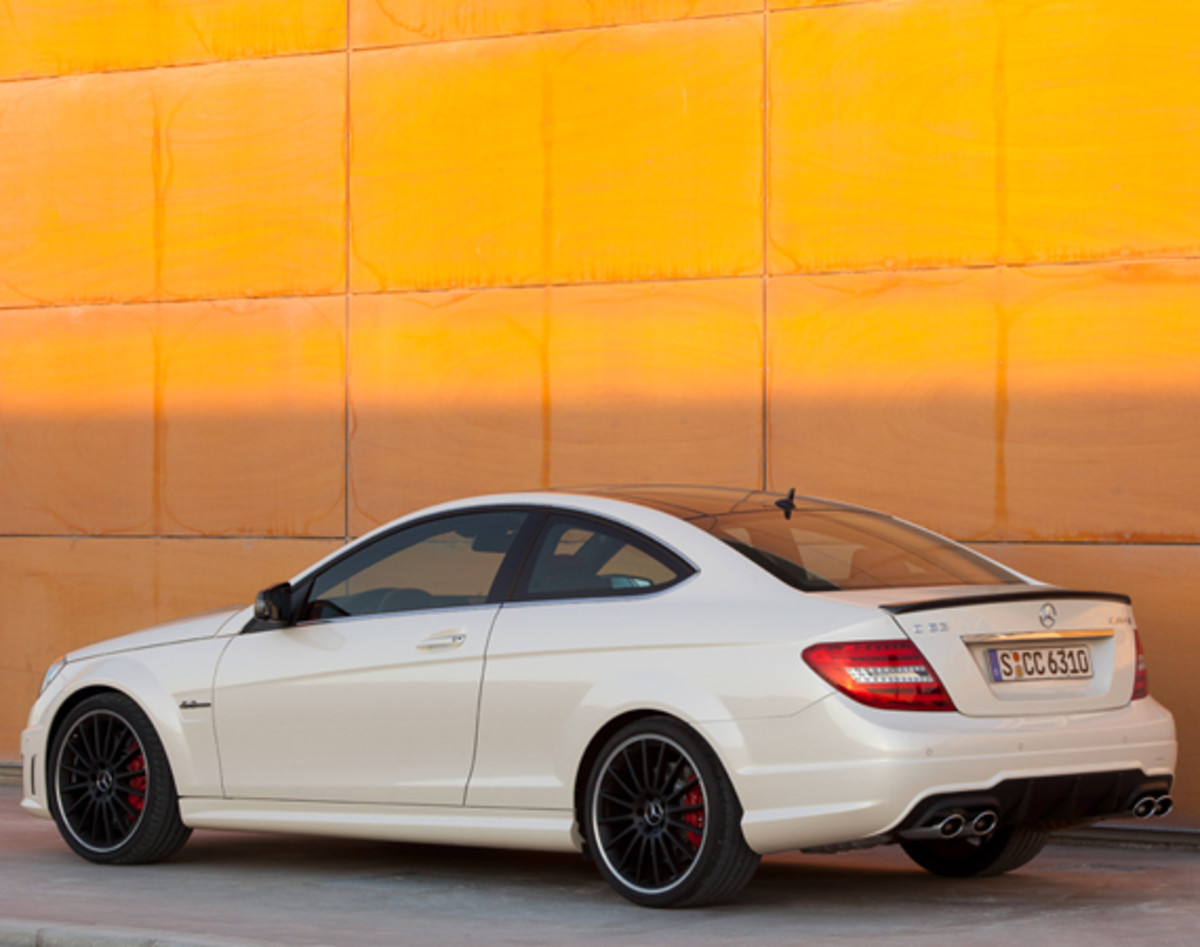 mercedes-benz-c63-amg-coupe-11