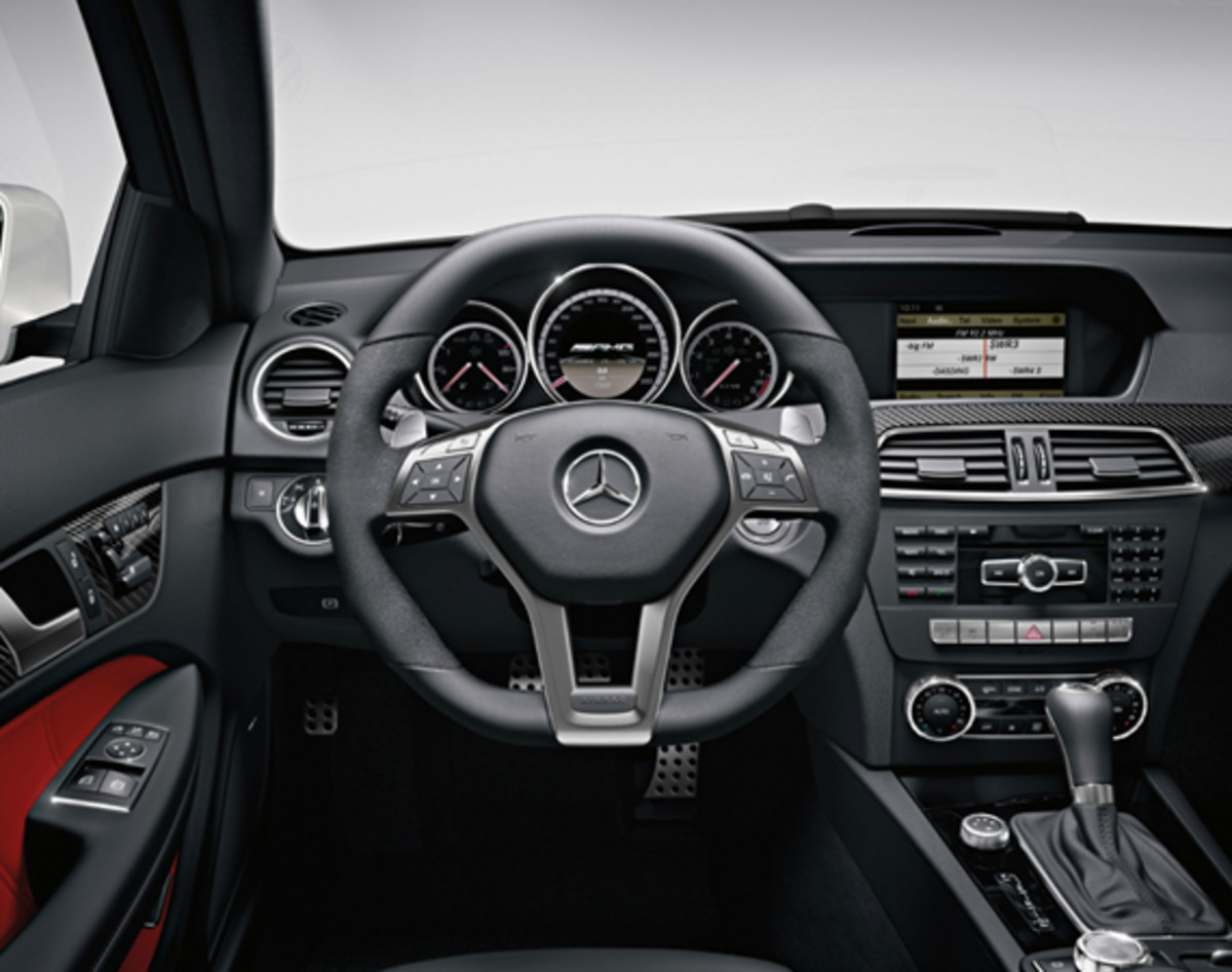 mercedes-benz-c63-amg-coupe-17