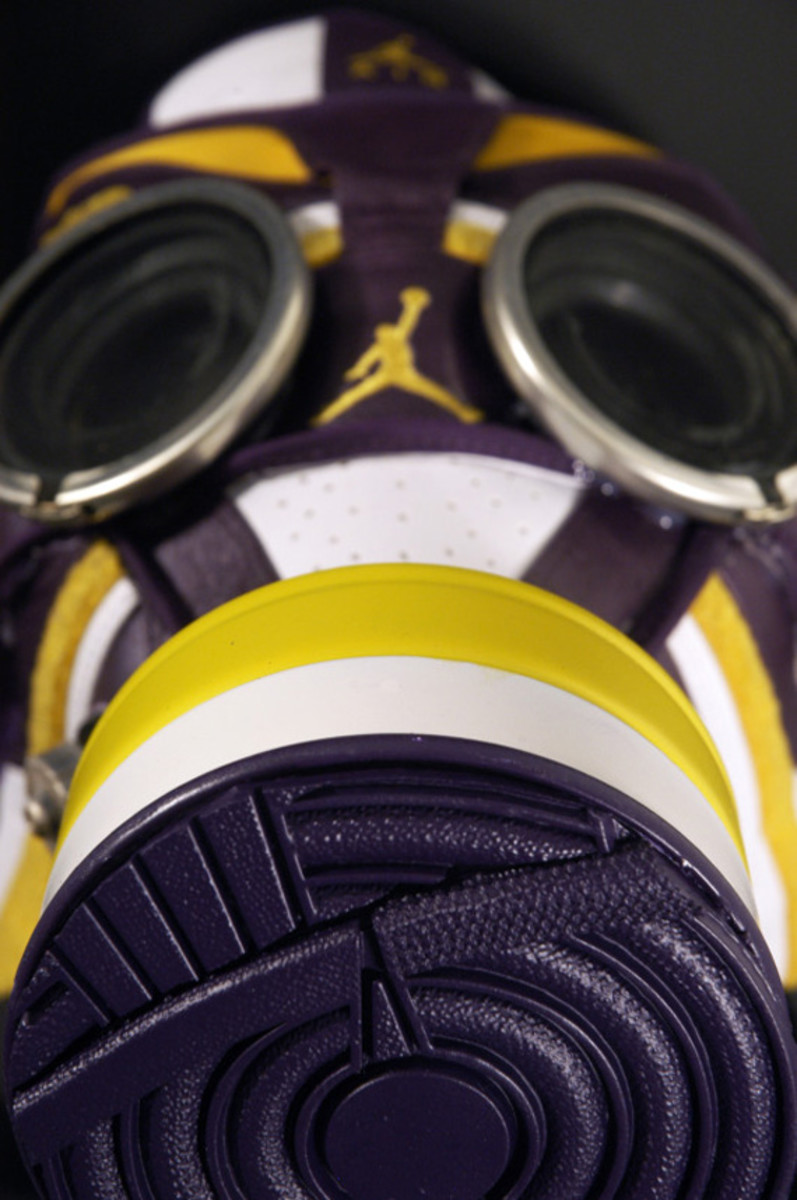 air-jordan-1-gas-mask-05