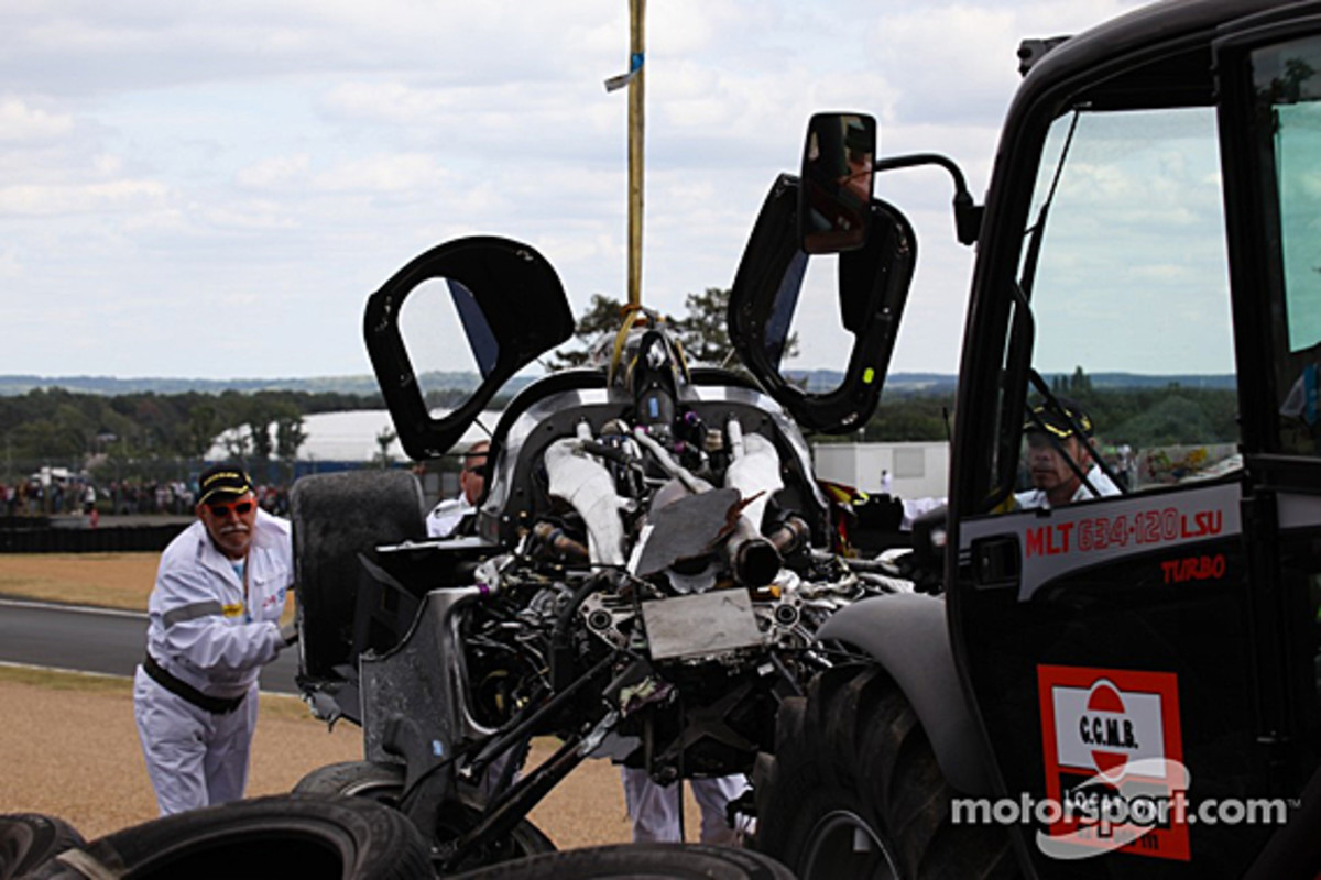 audi-r18-mcnish-accident-07