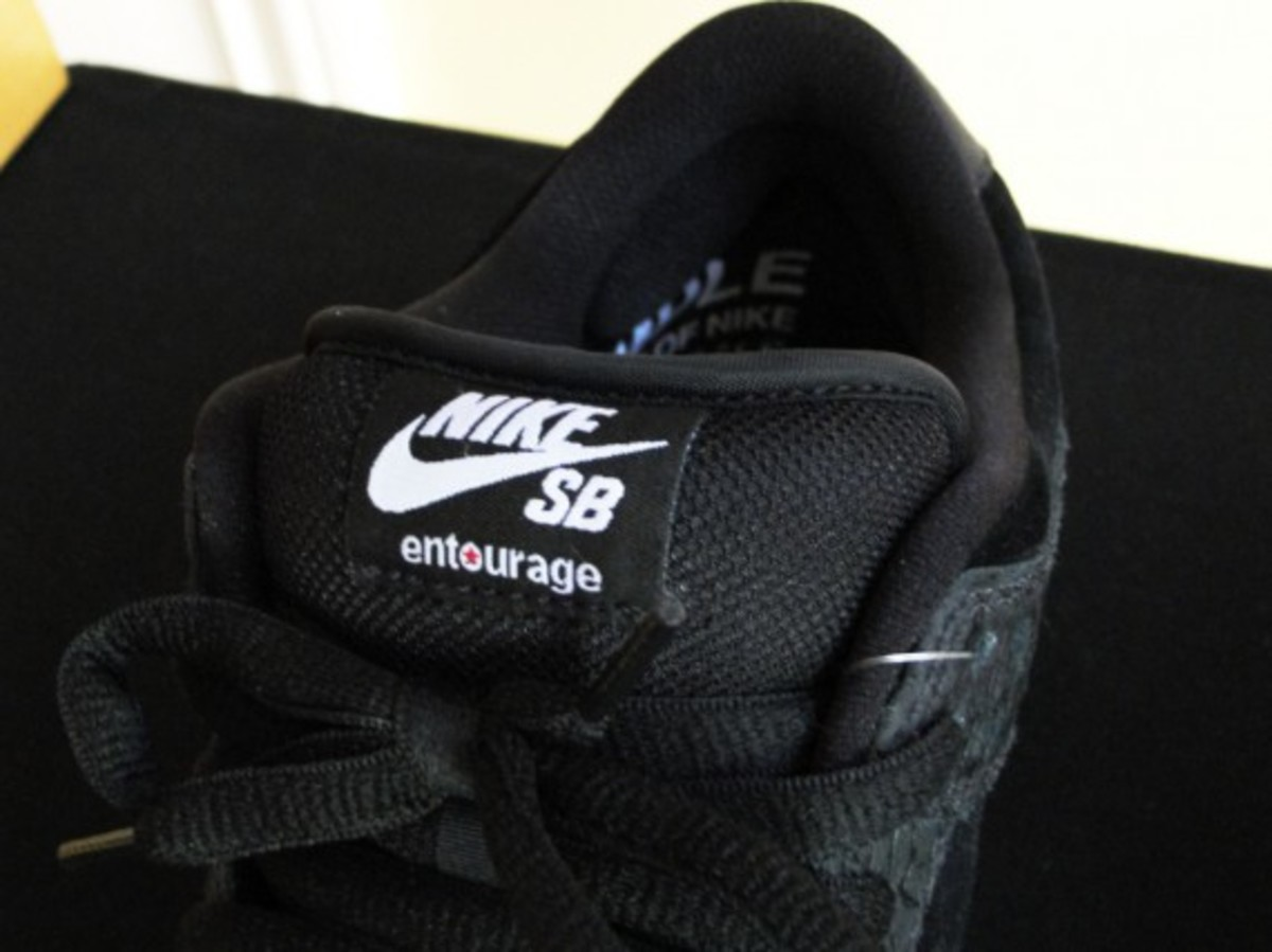 entourage-nike-sb-dunk-low-lights-out-03