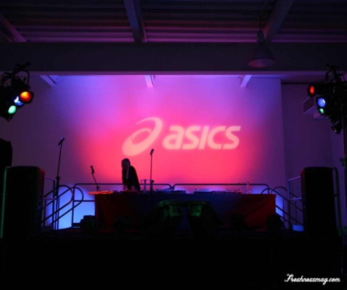 ASICS Gel Lyte III - World's Largest Lite-Brite Picture
