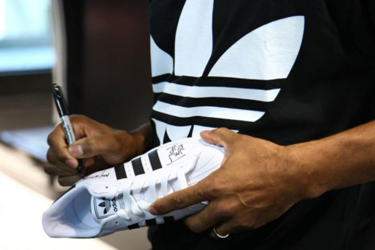 adidas-originals-dmc-queens-mall-10