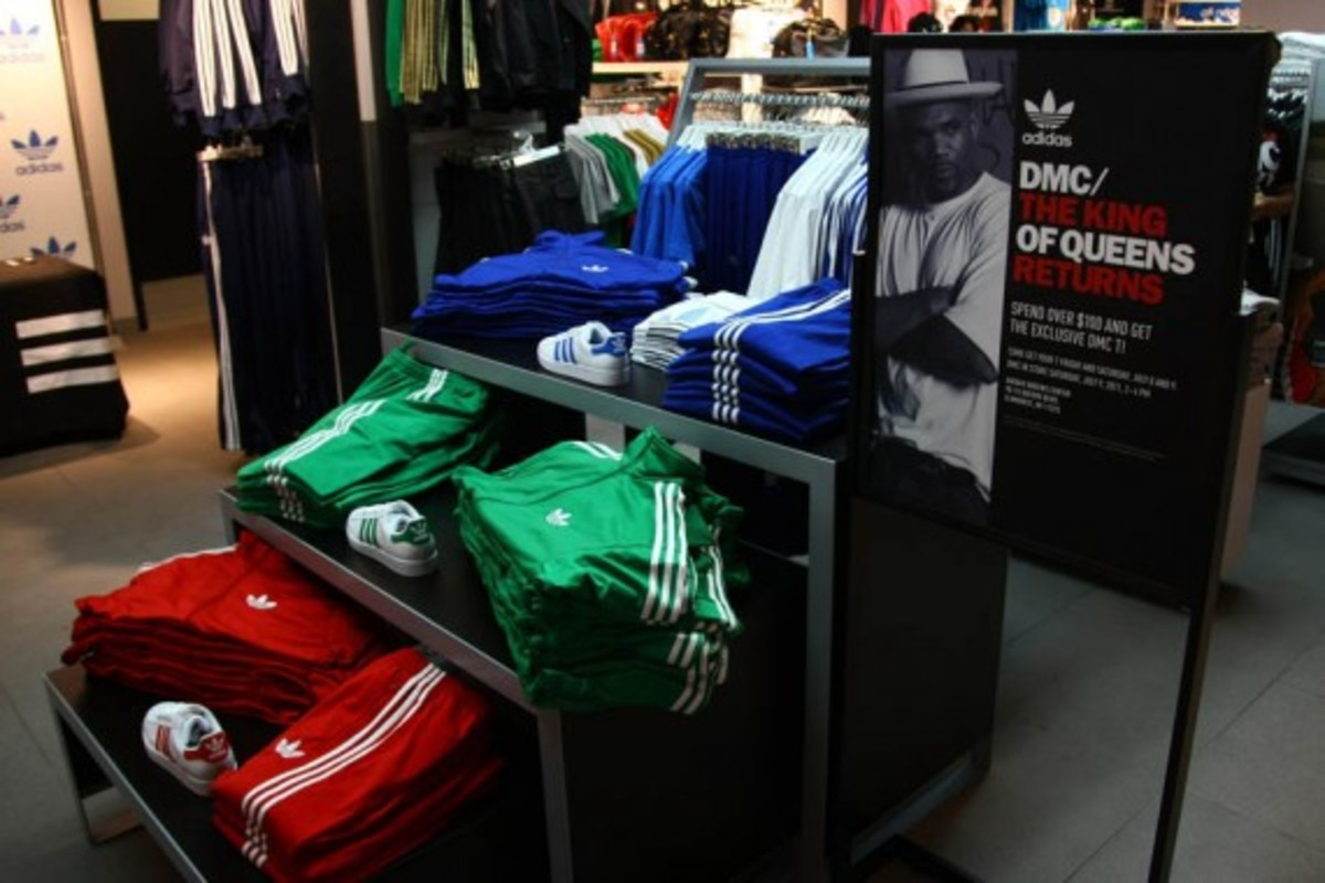 adidas-originals-dmc-queens-mall-04