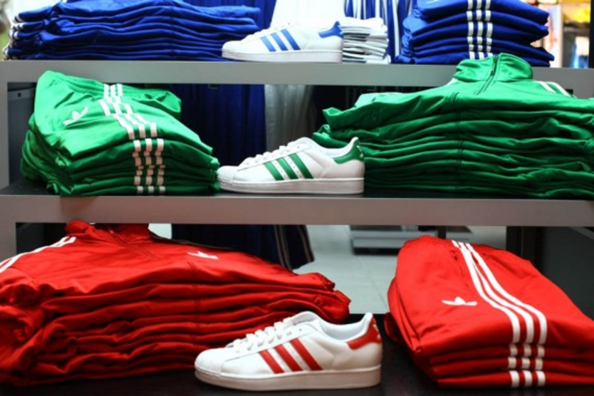 adidas-originals-dmc-queens-mall-05