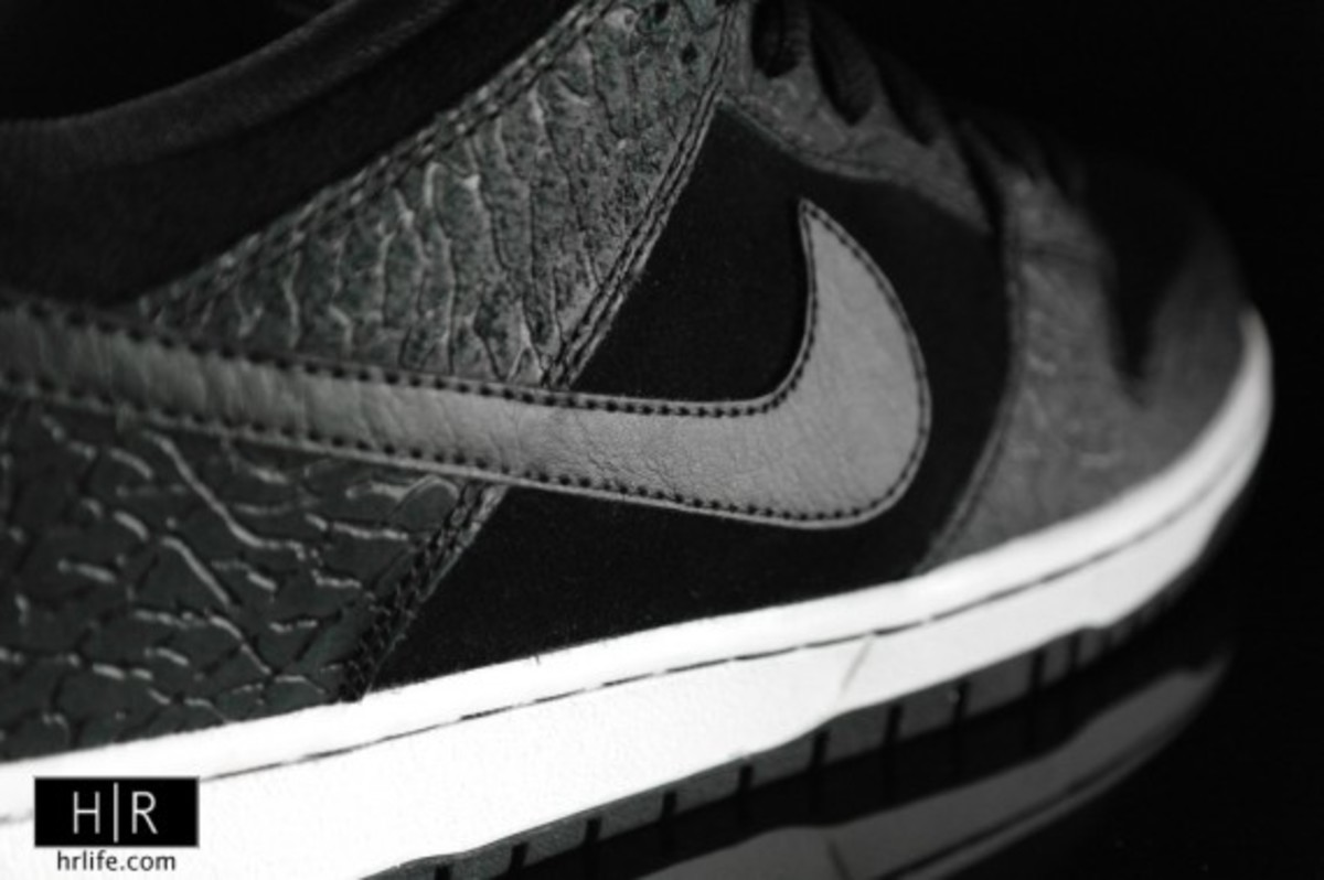 entourage-nike-sb-dunk-low-lights-out-b