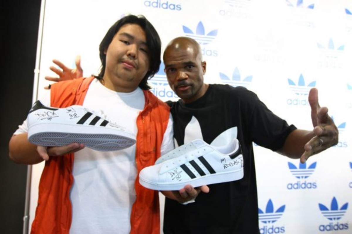 adidas-originals-dmc-queens-mall-11