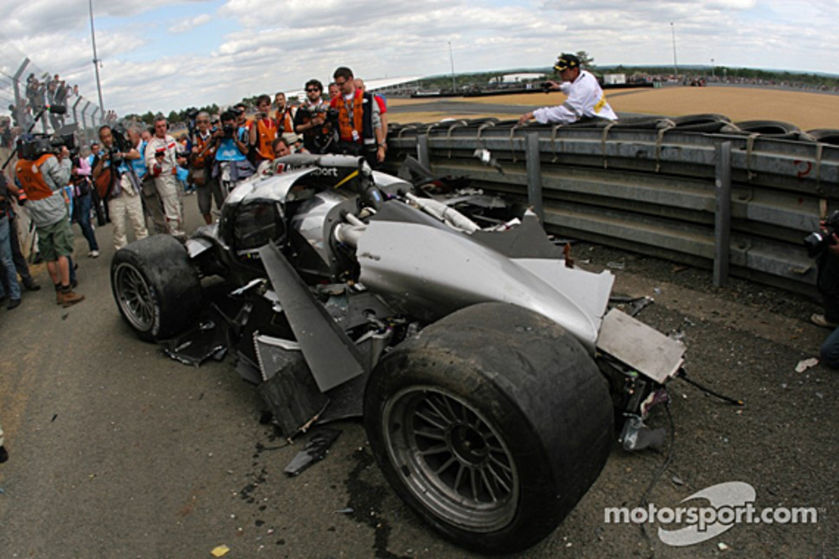 audi-r18-mcnish-accident-14