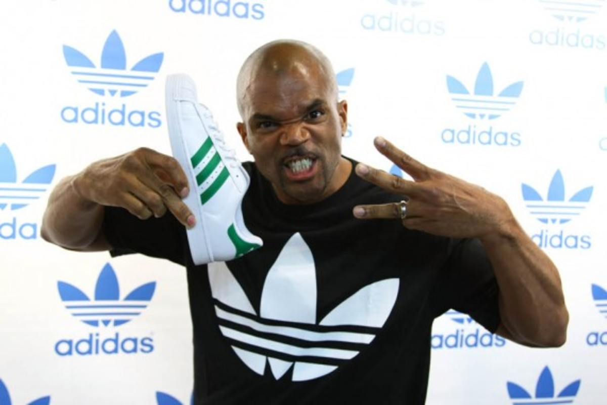 adidas-originals-dmc-queens-mall-07