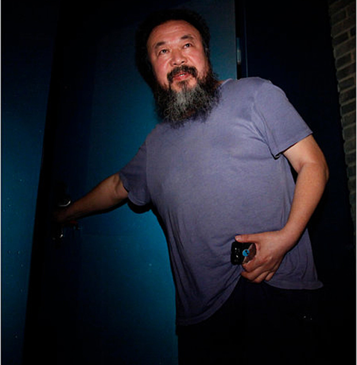 ai-weiwei-chinese-artist-freed-on-bail-01