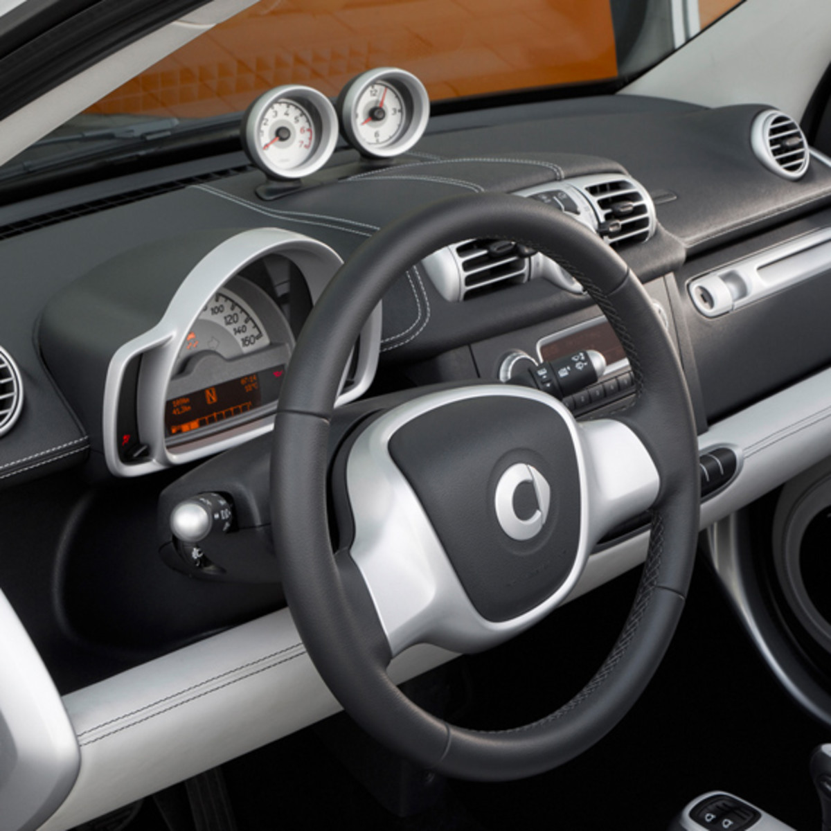 smart-fortwo-pearl-grey-limited-edition-08