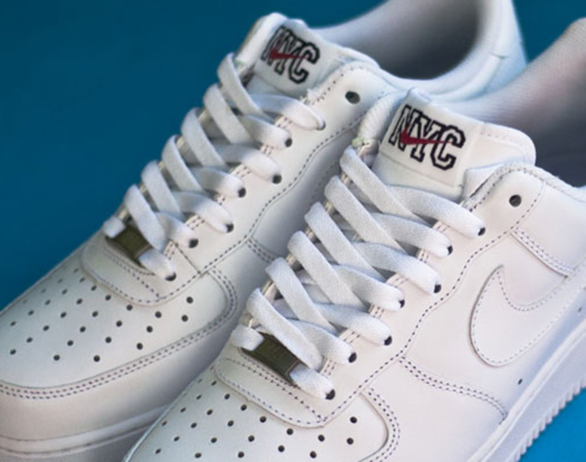 nike-air-force-1-low-white-on-white-nyc-03