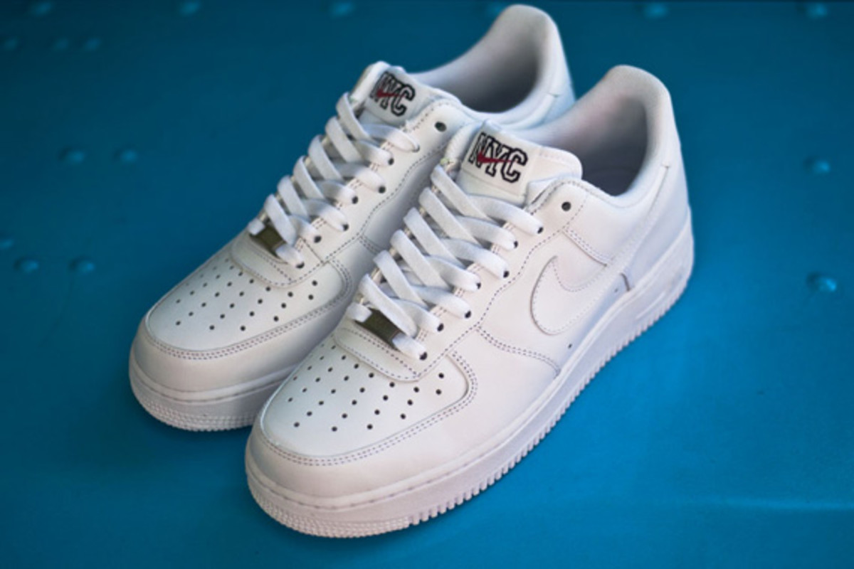 nike-air-force-1-low-white-on-white-nyc-02