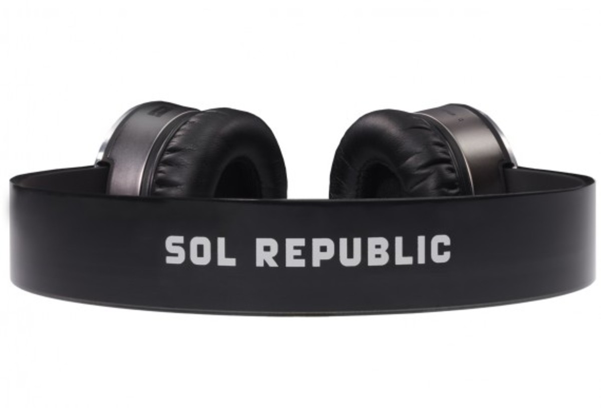 sol-republic-tracks-headphones-silver-04