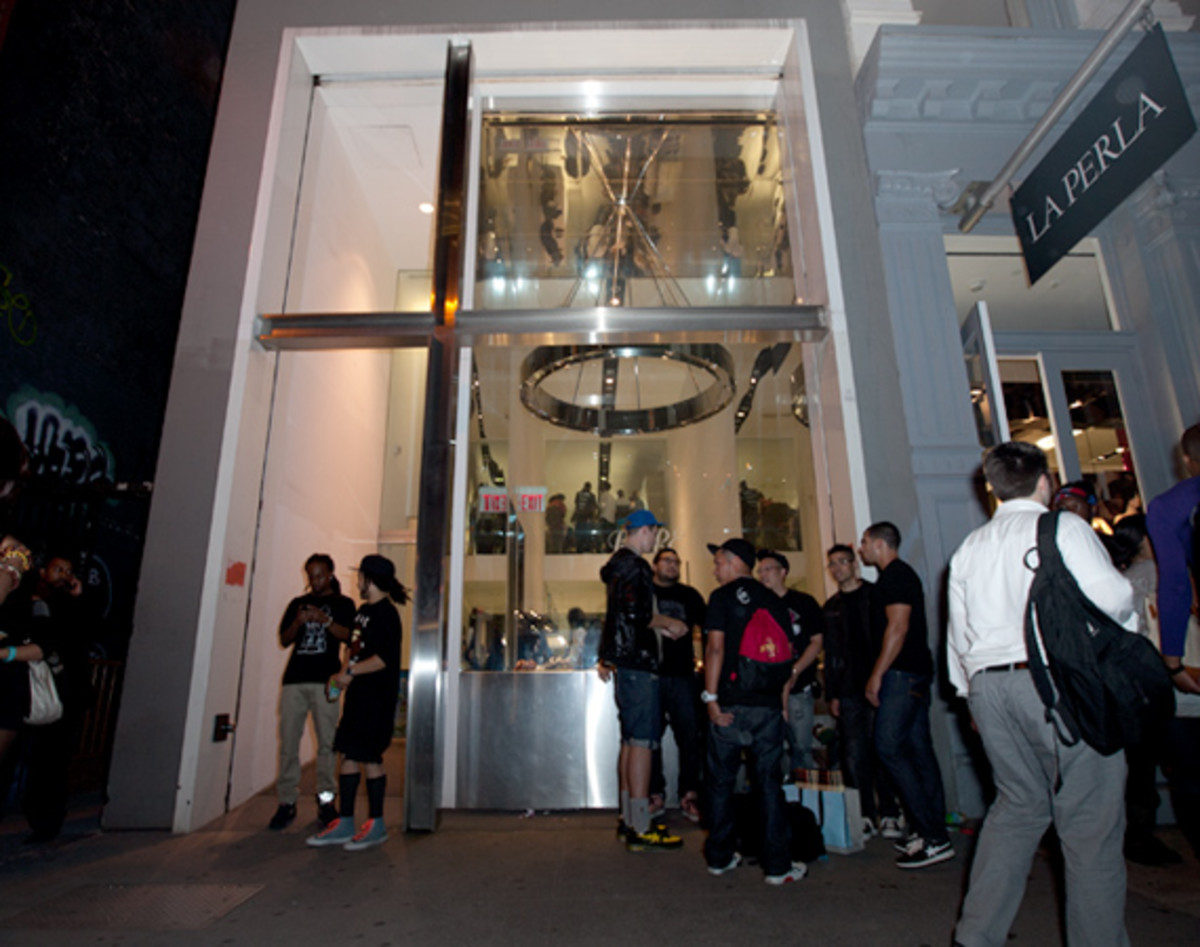 fashions-night-out-bape-nyc-01