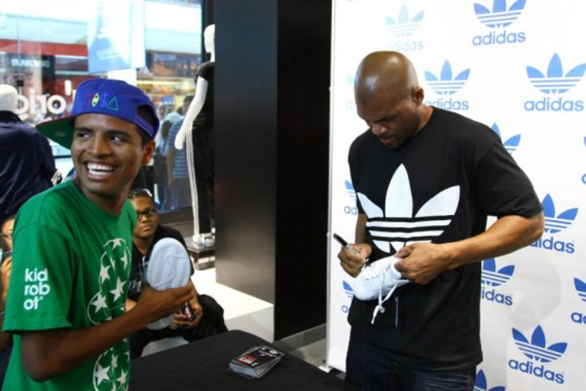 adidas-originals-dmc-queens-mall-16