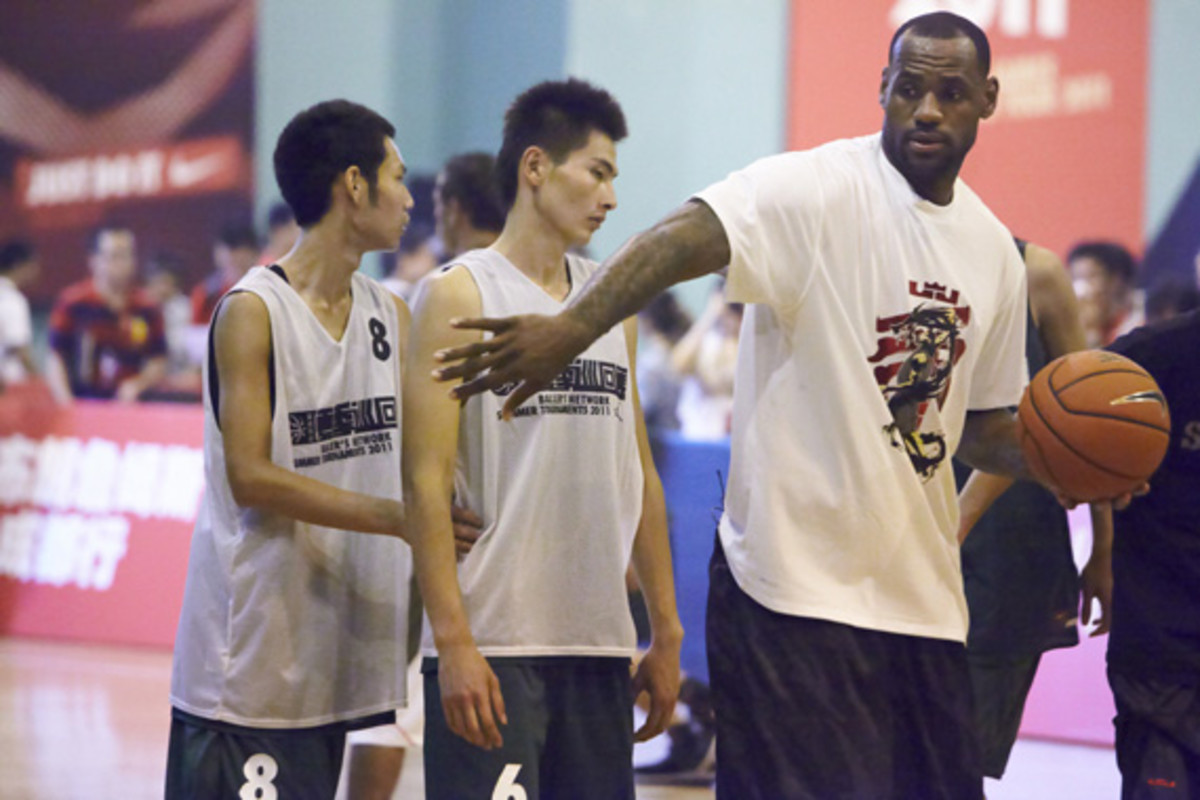 lebron-james-basketball-tour-china-2011-chengdu-14
