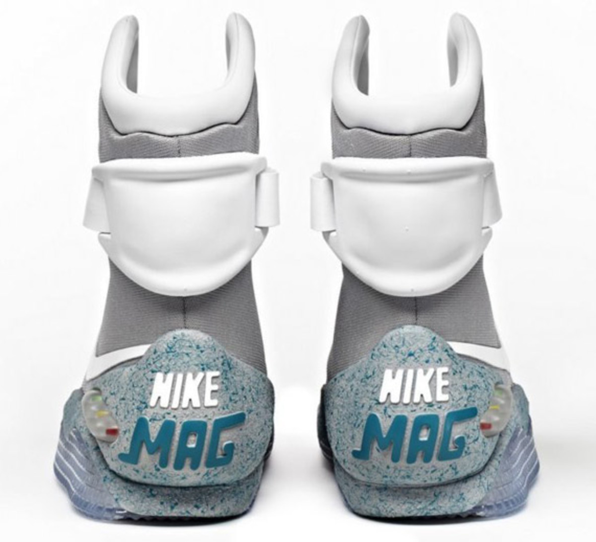 2011-nike-mag-charity-auction-reminder-08