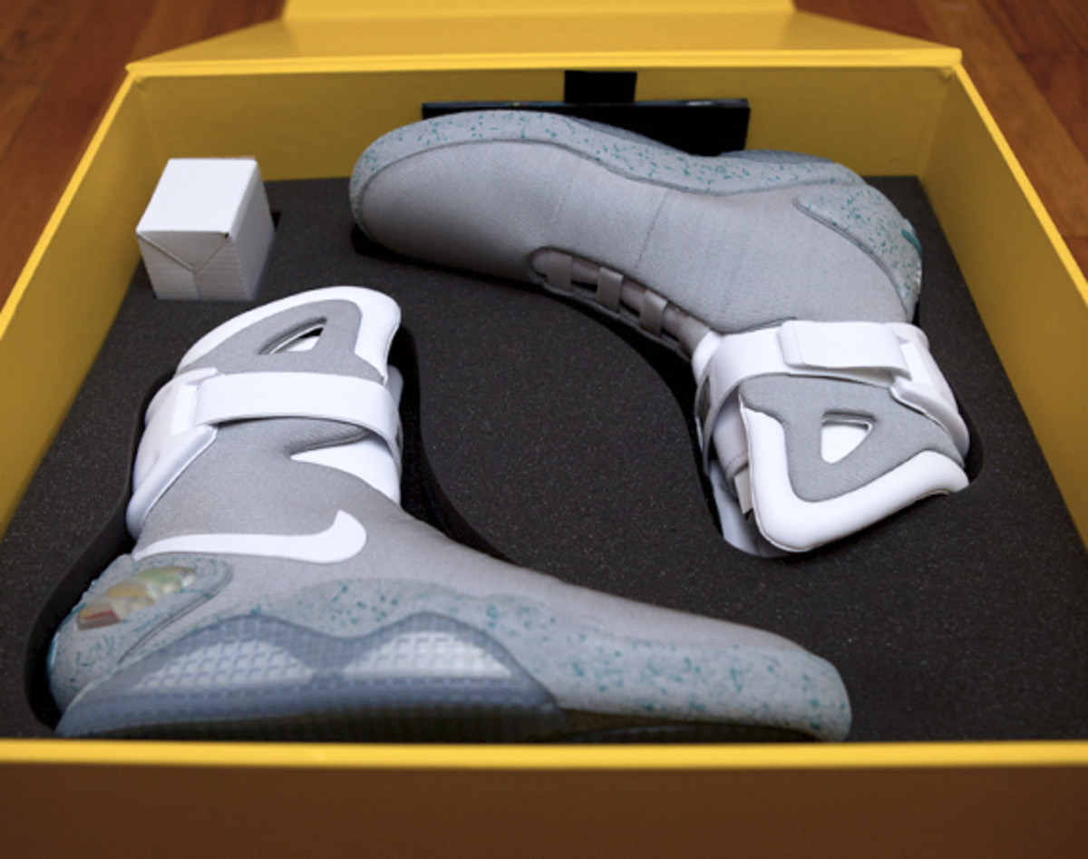 2011-nike-mag-unboxing-10