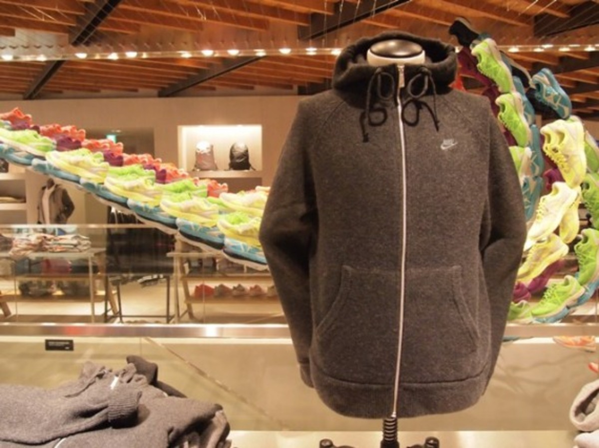 aw77-knit-hoodie-03