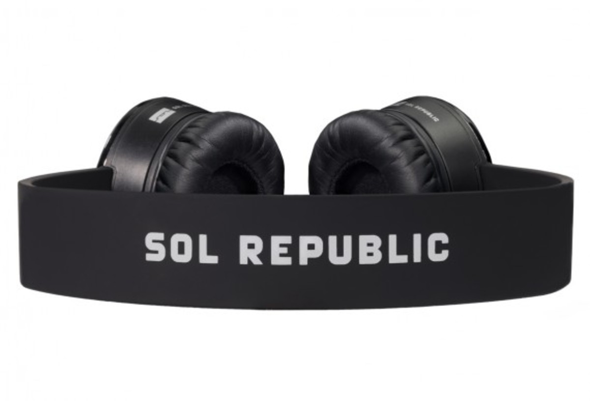 sol-republic-tracks-headphones-black-04