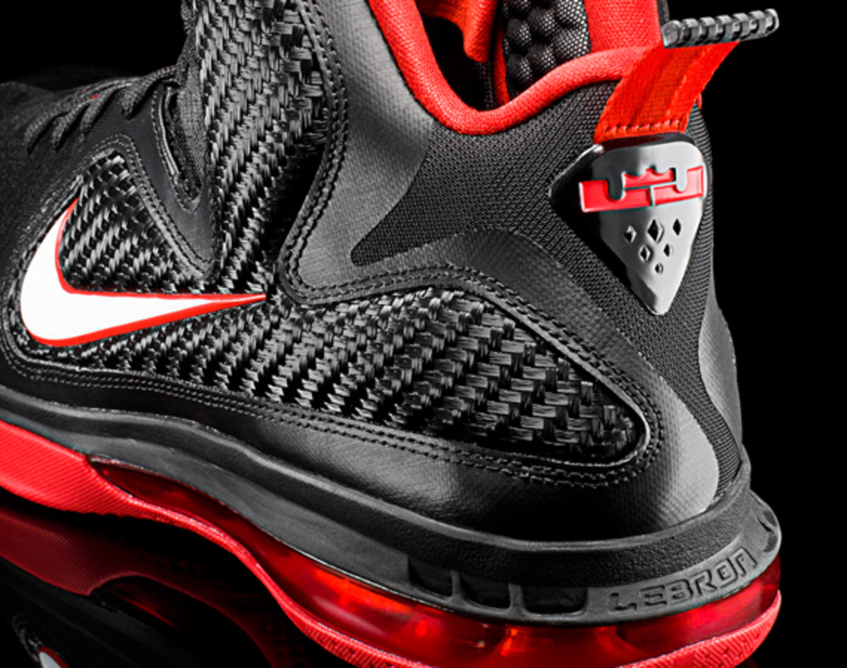 nike-lebron-9-detailed-look-00