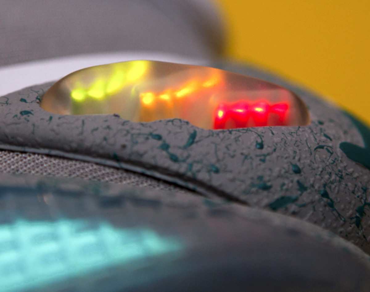 2011-nike-mag-unboxing-33