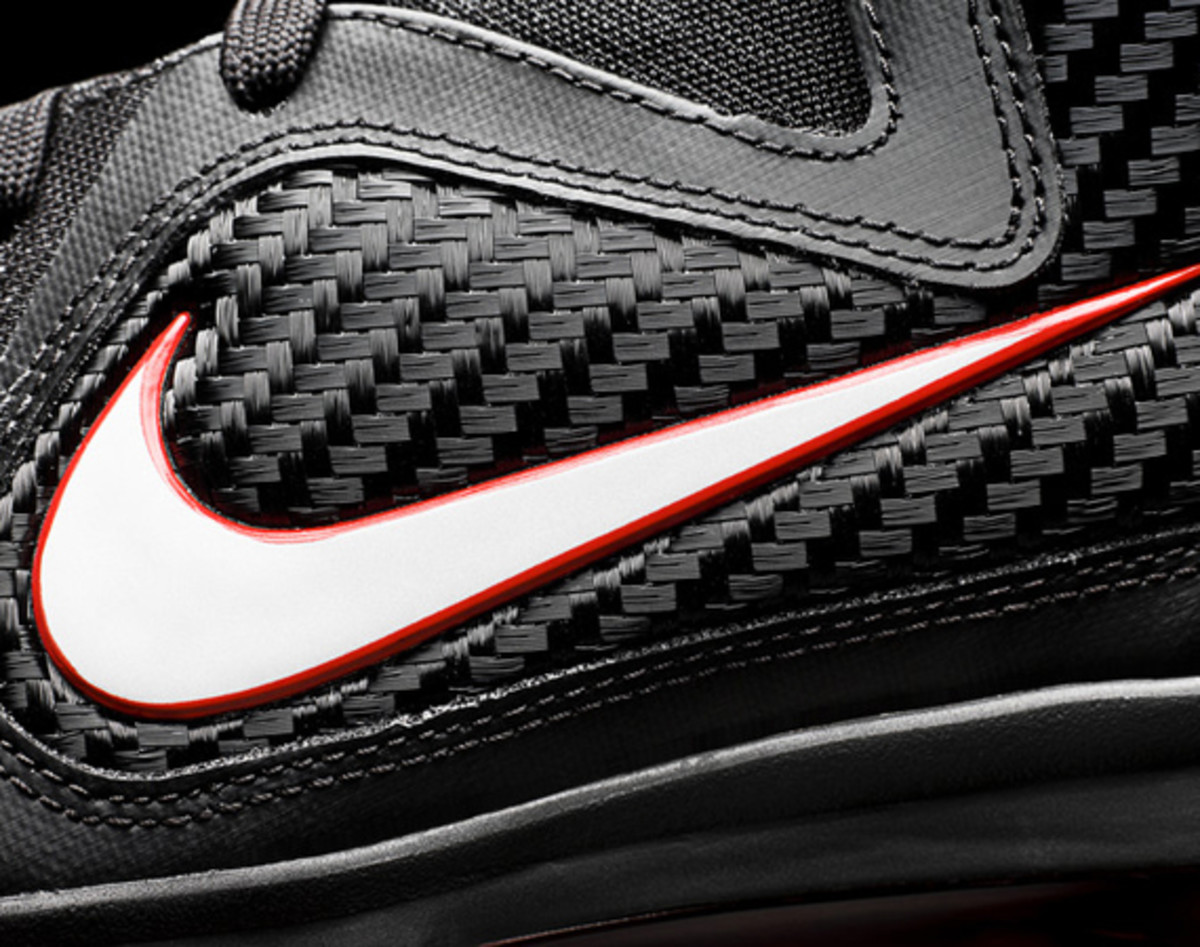nike-lebron-9-detailed-look-07