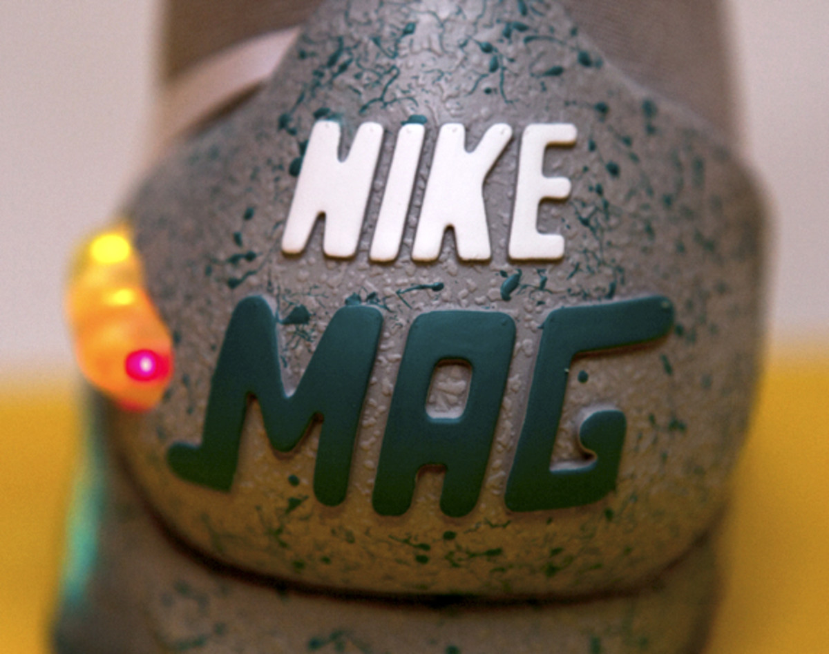 2011-nike-mag-unboxing-31