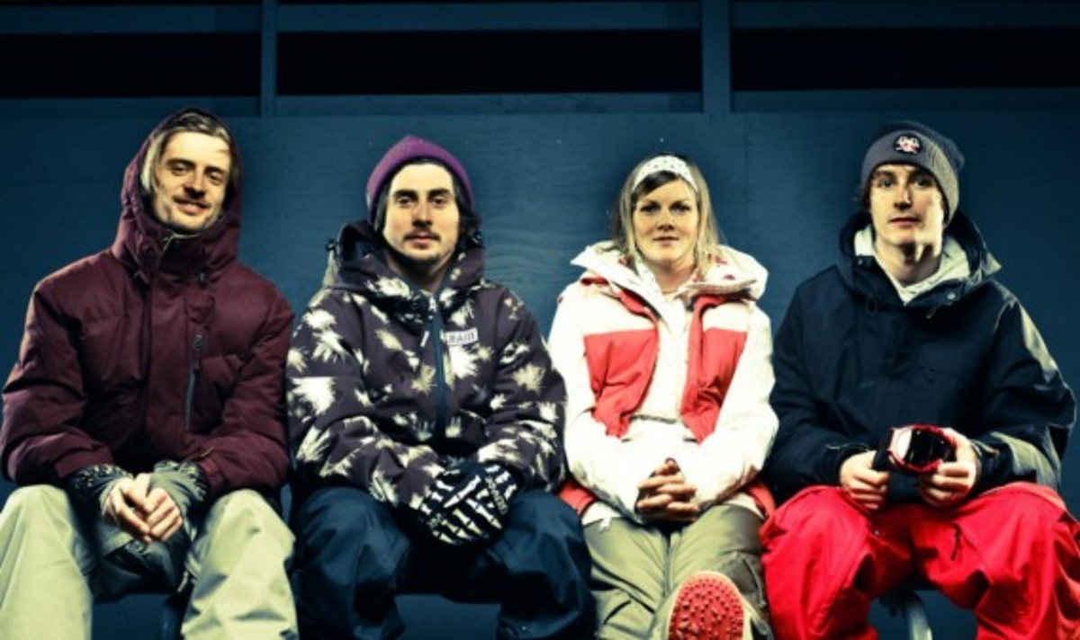 nike-snowboarding-winter-2011-collection-lookbook-03