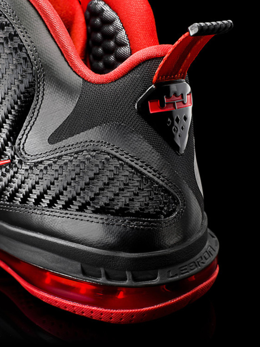 nike-lebron-9-detailed-look-11