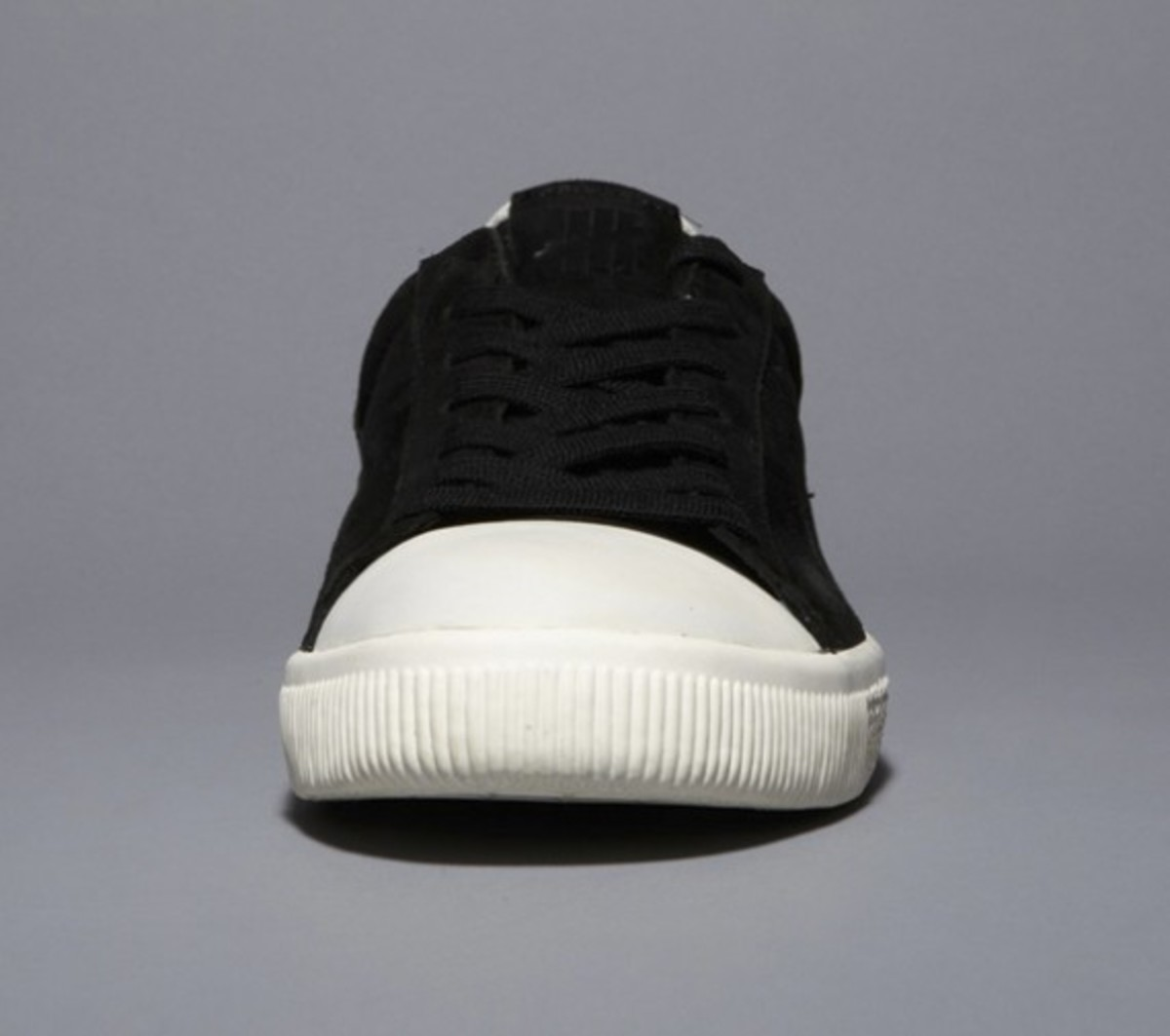 undefeated-puma-clyde-coverblock-black-02